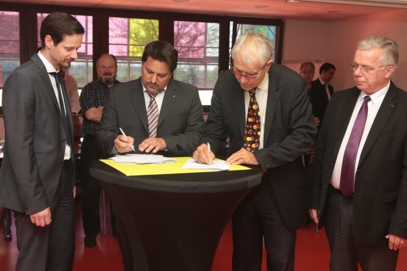 signature-accord-transfrontalier-rittmo.JPG